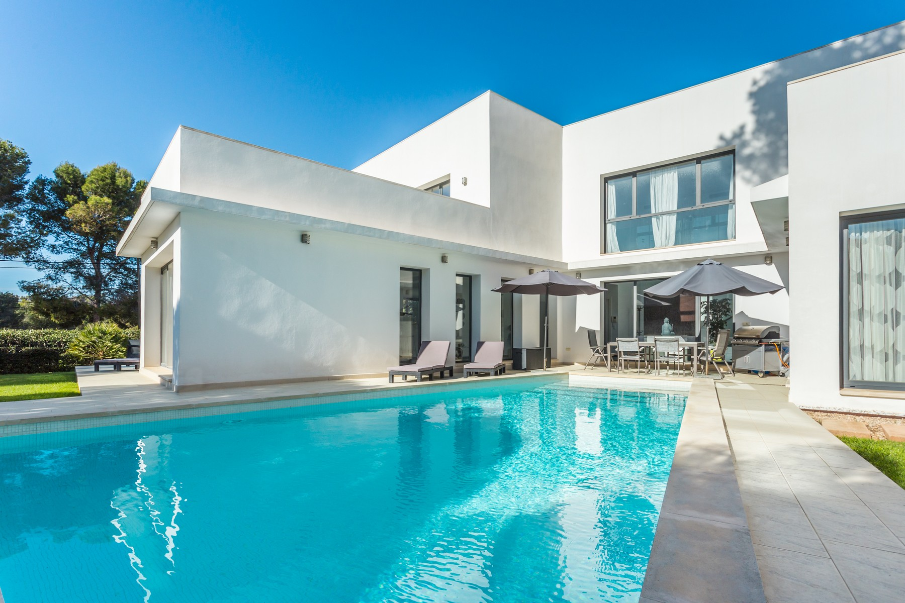 Casa para uma família para Venda às Spacious villa close to the beach in Santa Ponsa Santa Ponsa, Palma De Maiorca, 07181 Espanha
