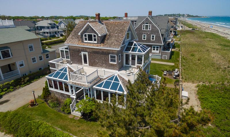Частный односемейный дом для того Продажа на Premier Hull Property 169 Beach Avenue Hull, Массачусетс, 02045 Соединенные Штаты