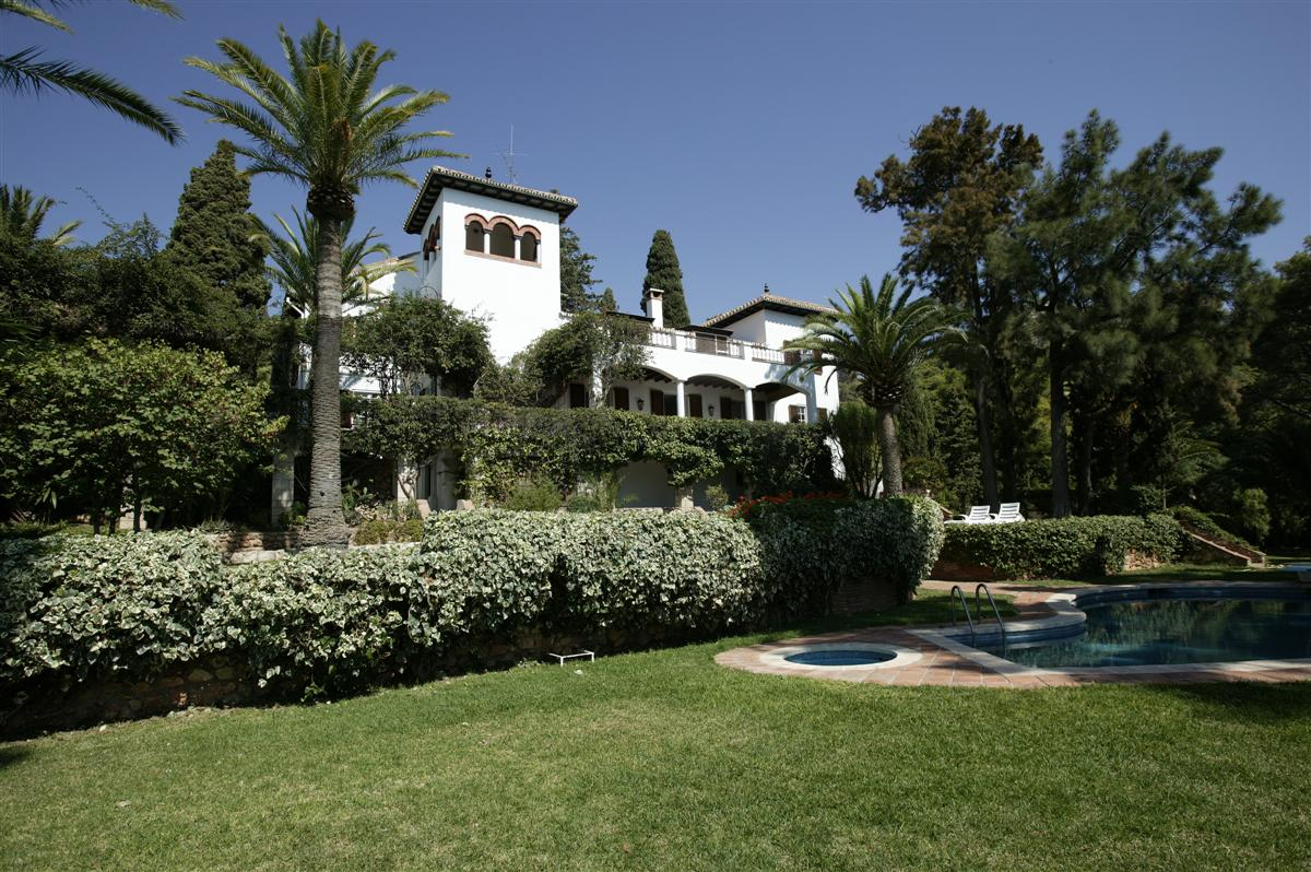 Casa Unifamiliar por un Venta en Previously Royal 15th Century Historical Estate Malaga, Costa Del Sol, 29018 España