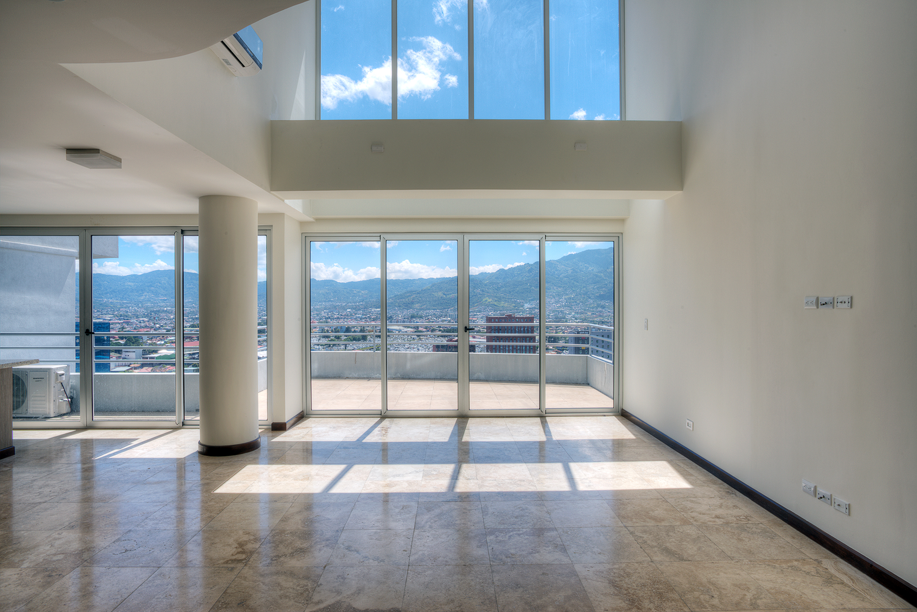 Property Of Extraordinary Pent House in Paseo Colón
