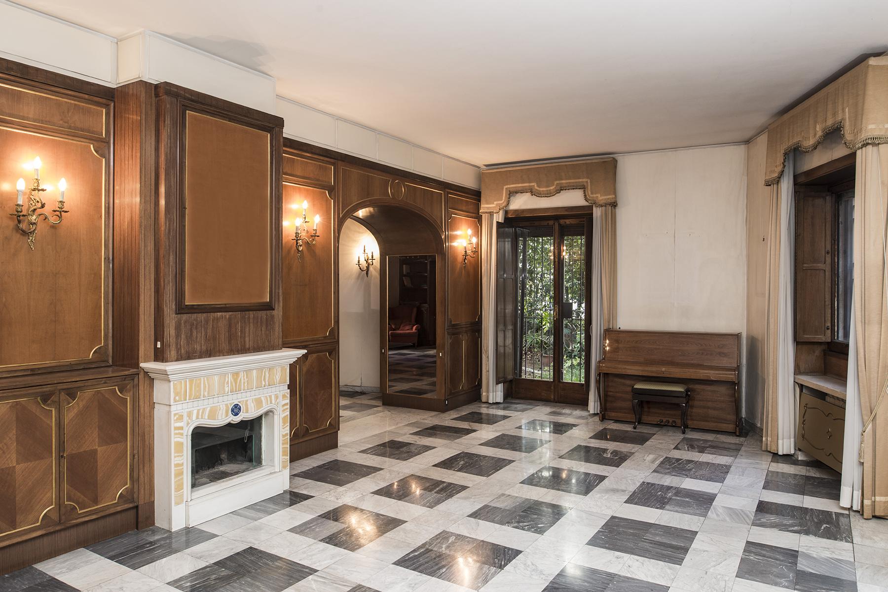 Apartamento por un Venta en Prestigious apartment in Via Monti Parioli Rome, Roma 00197 Italia