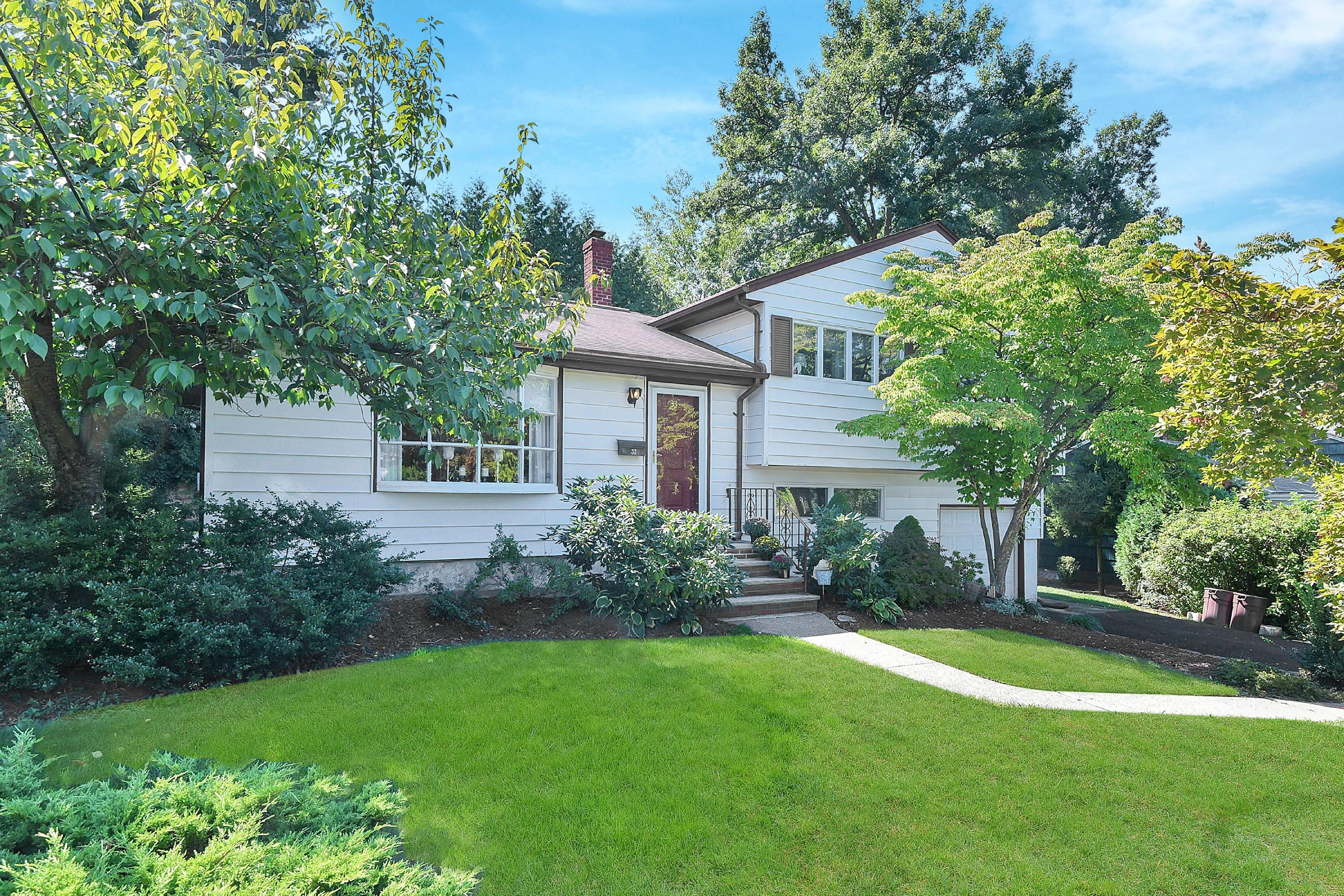 Maison unifamiliale pour l Vente à Great Location 33 Parker Dr Emerson, New Jersey 07630 États-Unis