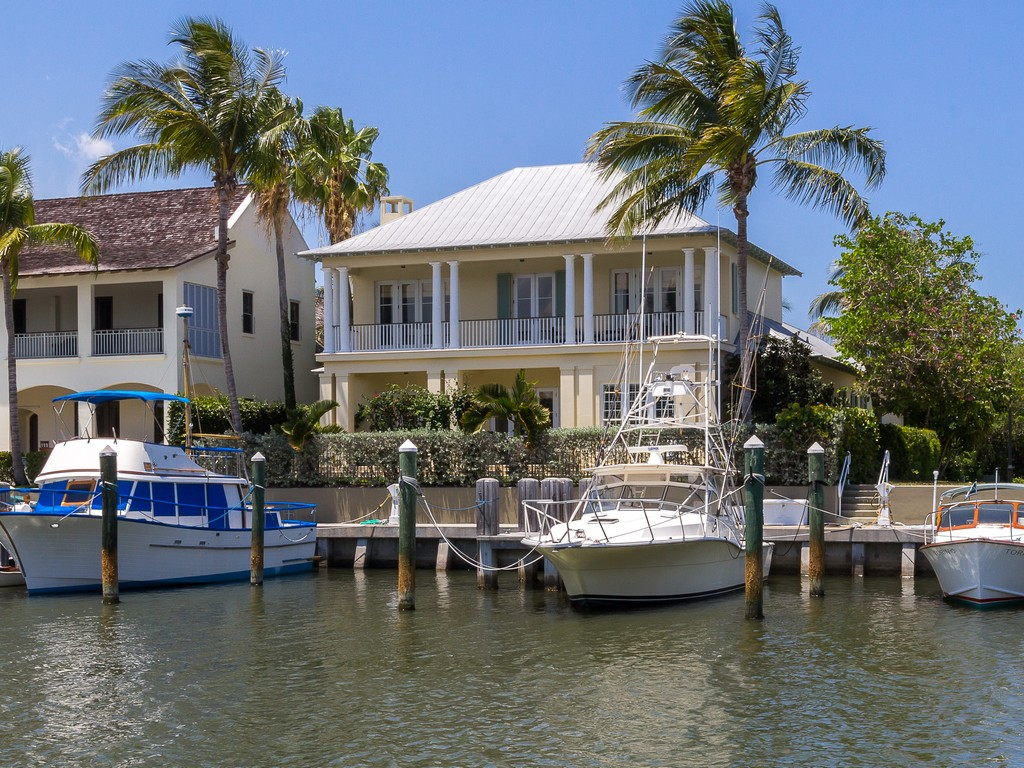 独户住宅 为 销售 在 Riverfront Custom Villa in Marsh Island 2925 Marsh Island Lane Vero Beach, 佛罗里达州 32963 美国