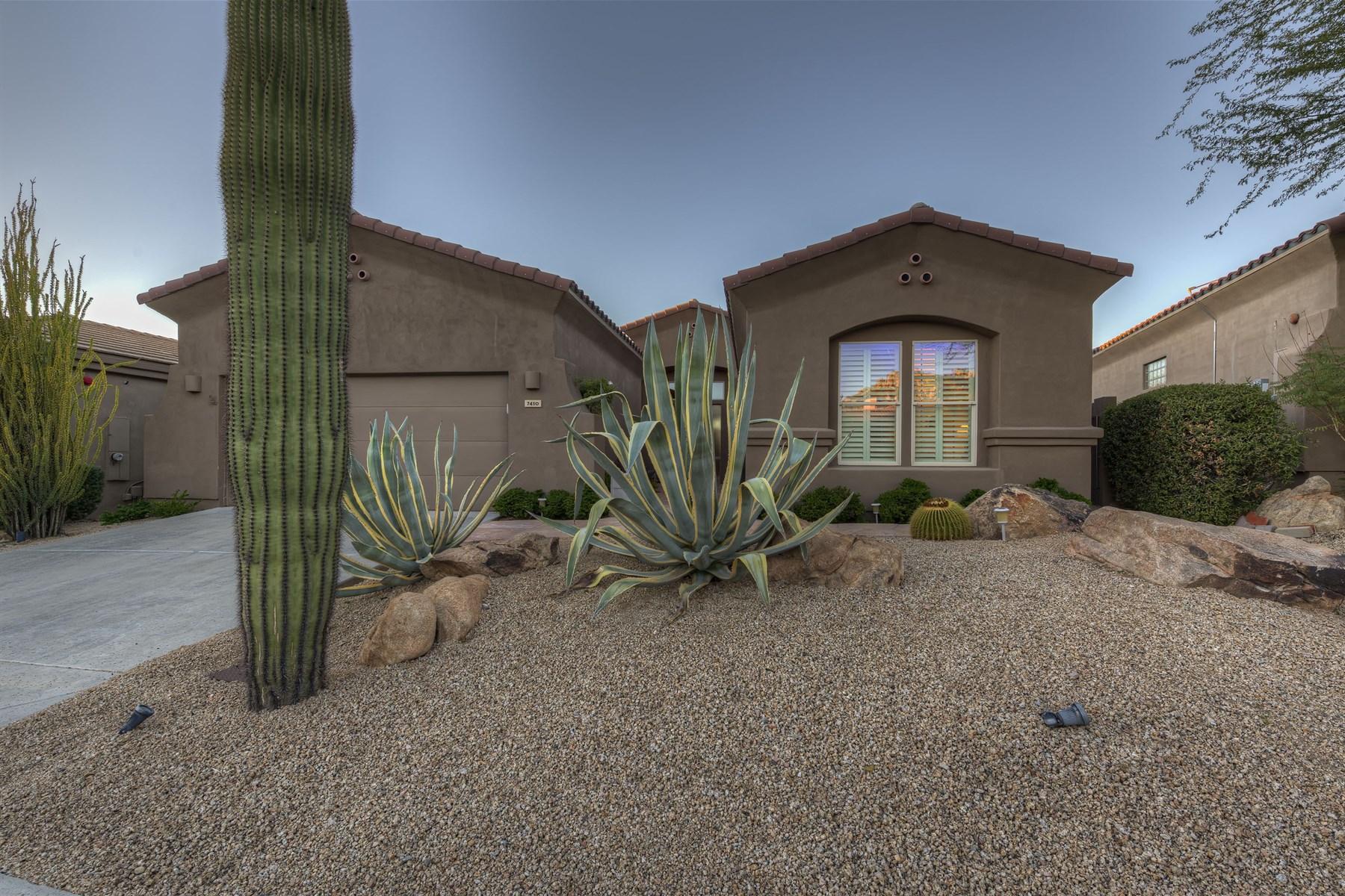 Casa para uma família para Venda às Immaculate home in Winfield 7410 E Soaring Eagle Way Scottsdale, Arizona 85266 Estados Unidos