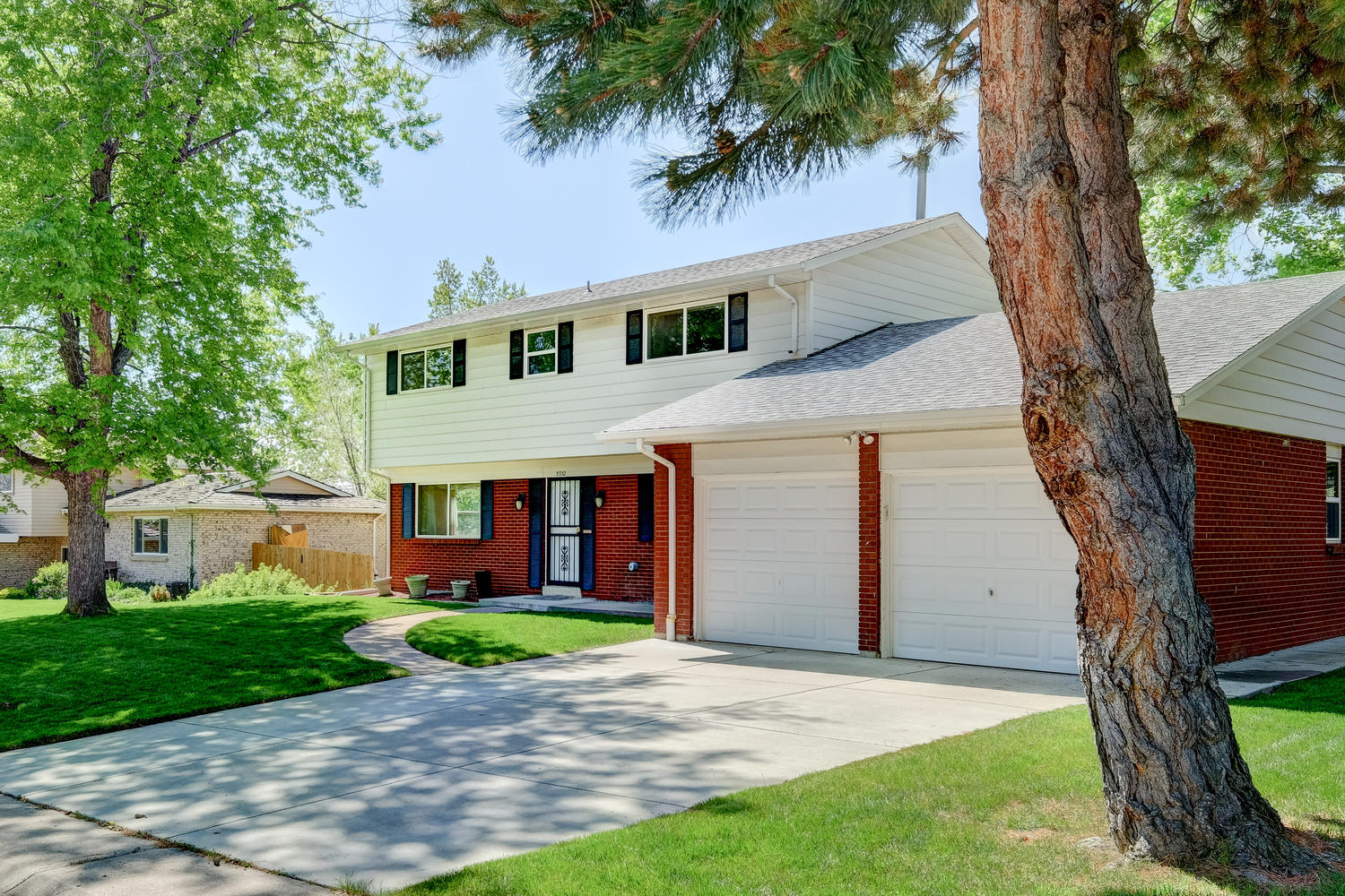 Single Family Home for Sale at Well maintained home in the desirable Columbine Knolls 5332 W Roxbury Pl Littleton, Colorado, 80128 United States