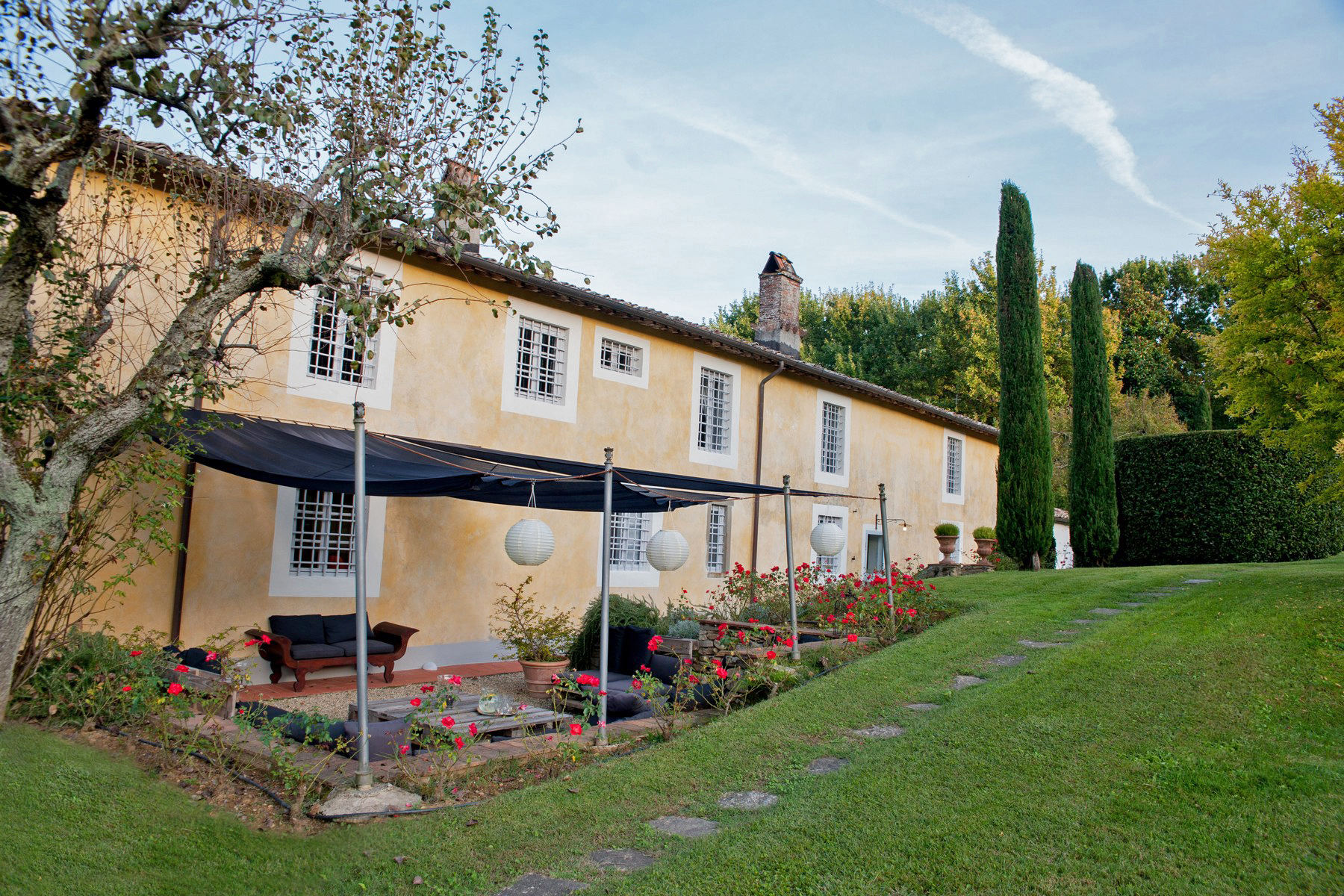 Additional photo for property listing at Outstanding villas with garden and pool Lucca, Lucca Italy