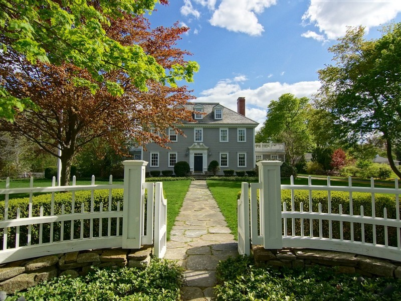 Einfamilienhaus für Verkauf beim Georgian Colonial Steps from the Atlantic Ocean 30 Sea Road Rye, New Hampshire 03870 Vereinigte Staaten