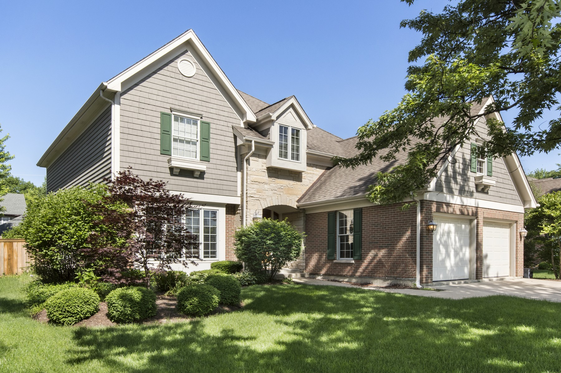 Villa per Vendita alle ore Beautifully Updated 2 Story Home 224 Mills Street Hinsdale, Illinois, 60521 Stati Uniti