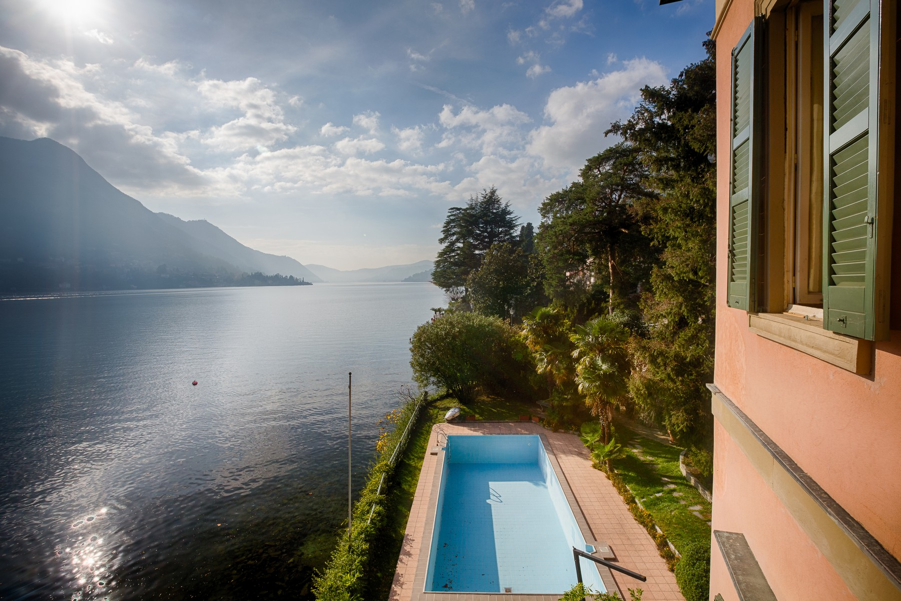 Additional photo for property listing at Splendid villa with wharf on Lake Como Via Regina Carate Urio, Como 22010 Italien