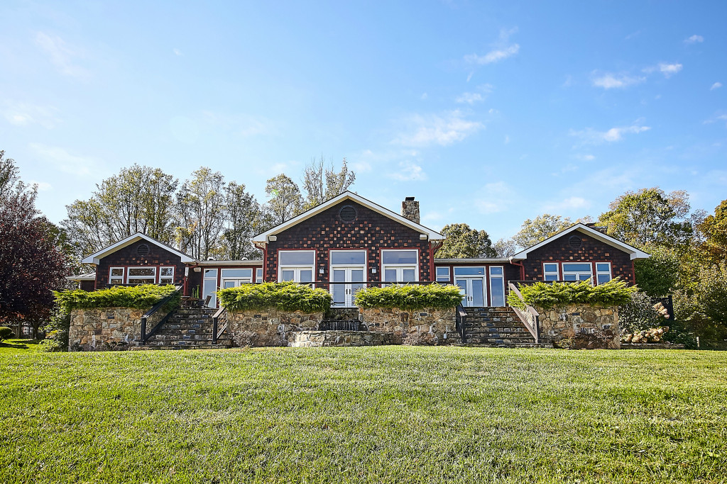 Single Family Home for Sale at Holland Hill 59 Riley Hollow Road Huntly, Virginia, 22640 United States