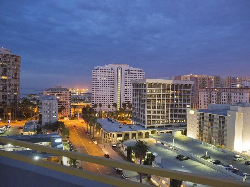 Appartement en copropriété pour l Vente à 100 Atlantic Ave PH #2 Long Beach, Californie 90802 États-Unis