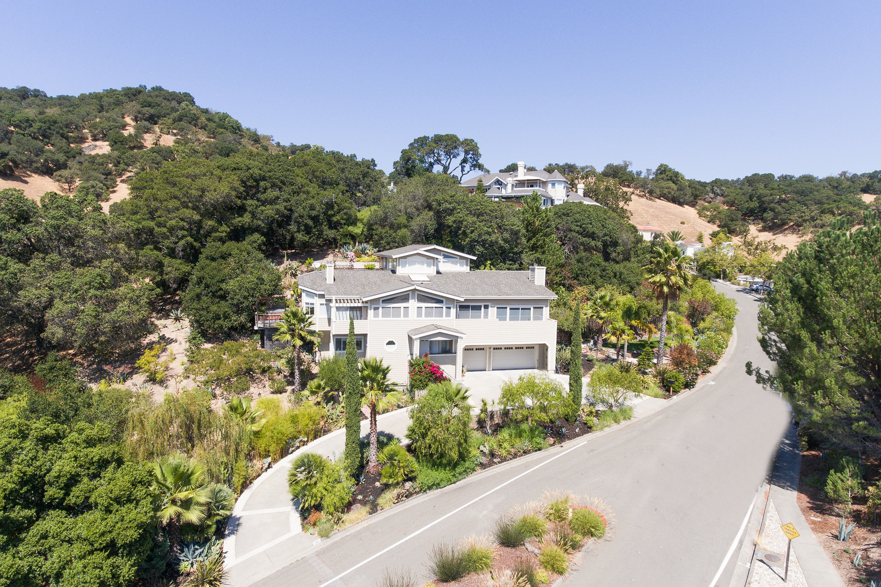 단독 가정 주택 용 매매 에 Spectacular Views in Desirable Regency Estates 2901 Las Gallinas Ave San Rafael, 캘리포니아, 94903 미국