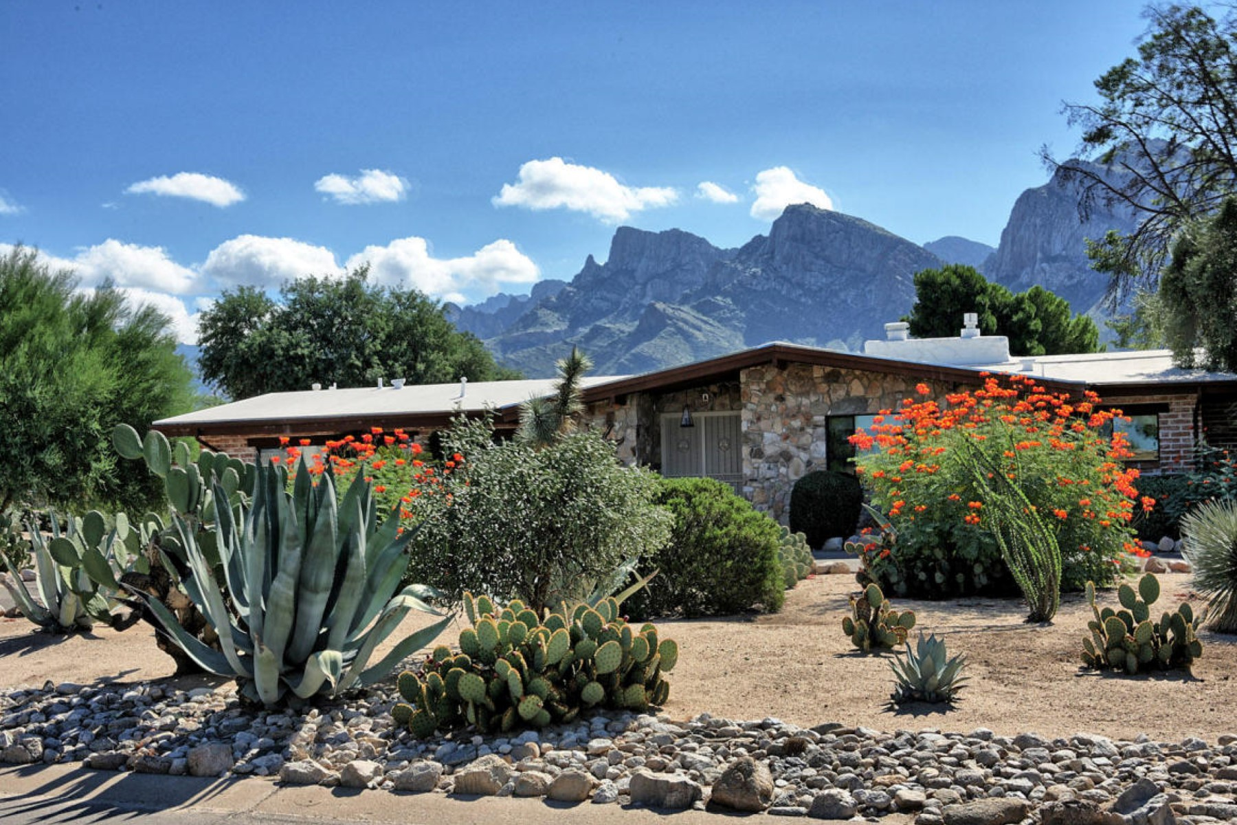 Property For Sale at Inviting entry leads into this wonderful adobe brick home in Oro Valley Estates
