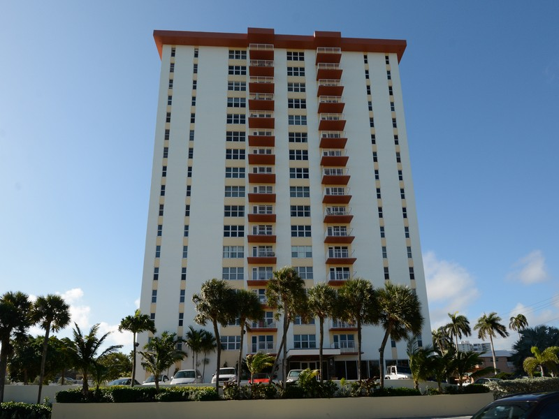 Apartment for Sale at Carlton Tower 3000 E. Sunrise Blvd. #14D Fort Lauderdale, Florida 33304 United States