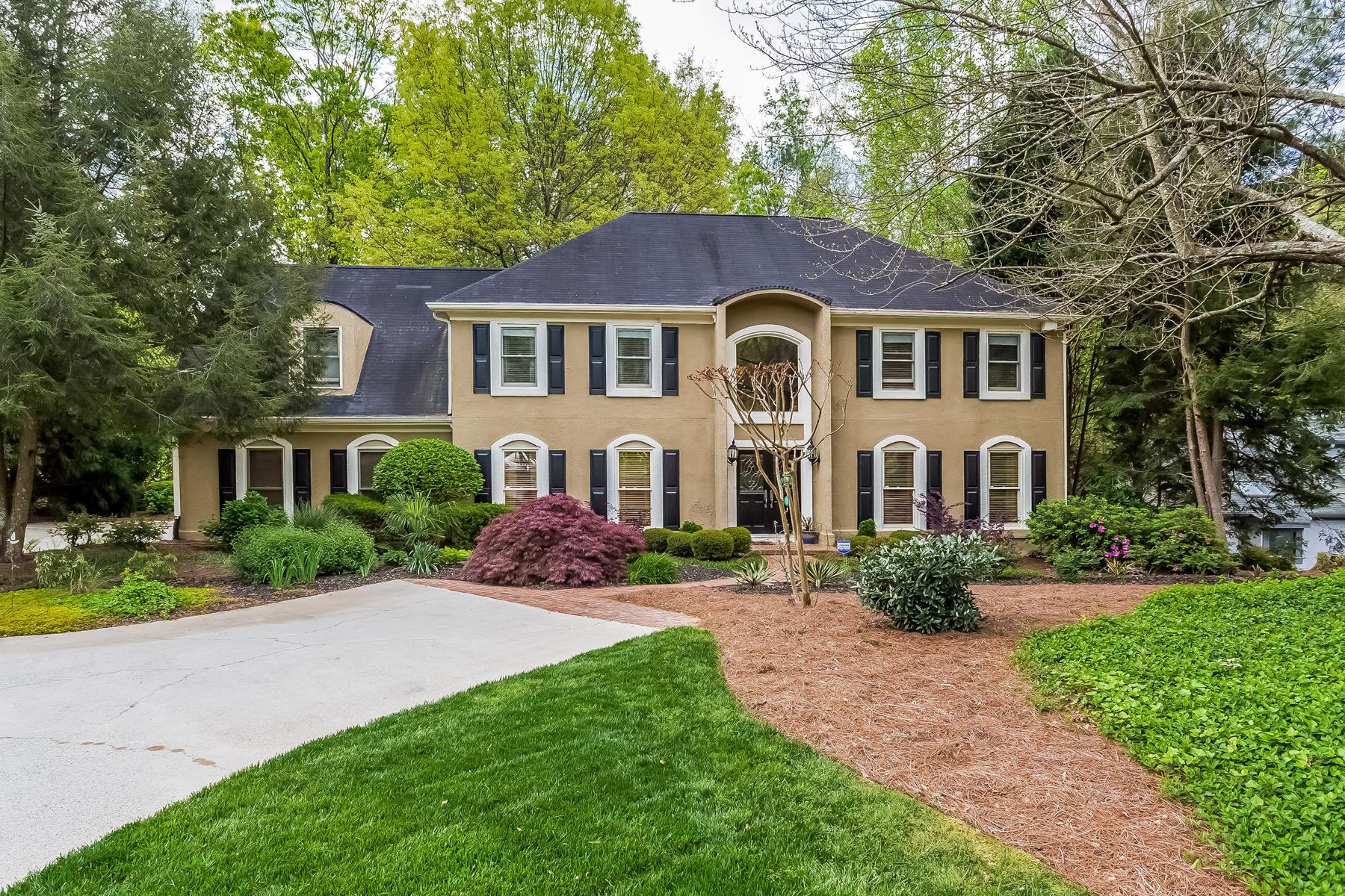 Частный односемейный дом для того Продажа на Spacious Move-in Ready Home On Cul-de-sac 170 Colewood Way Atlanta, Джорджия, 30328 Соединенные Штаты