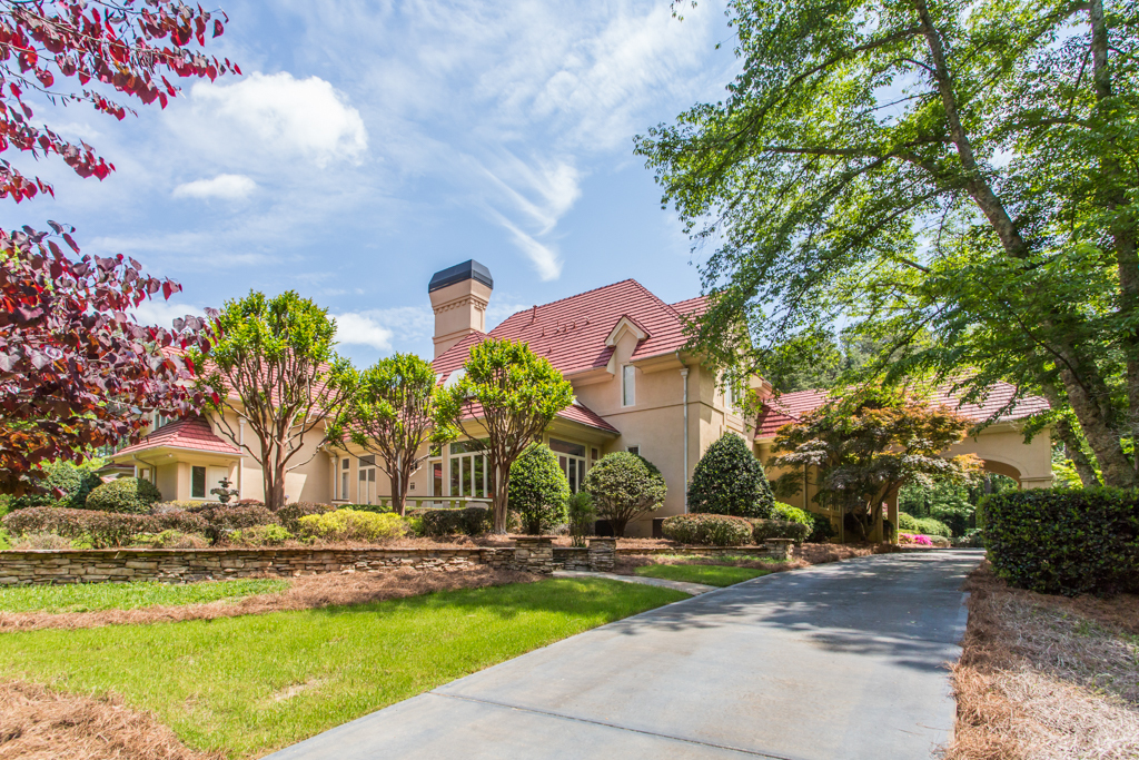 Casa Unifamiliar por un Venta en Remarkable Mediterranean Estate 1350 Dogwood Road Snellville, Georgia, 30078 Estados Unidos