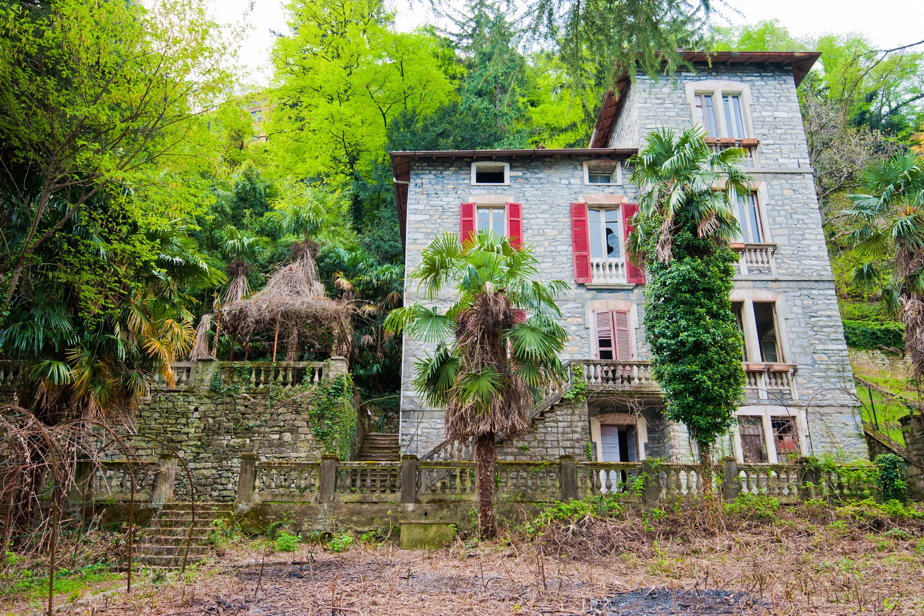 Additional photo for property listing at Fantastic pieds dans l'eau opportunity on Lake Como Via Pliniana Torno, Como 22020 Italy