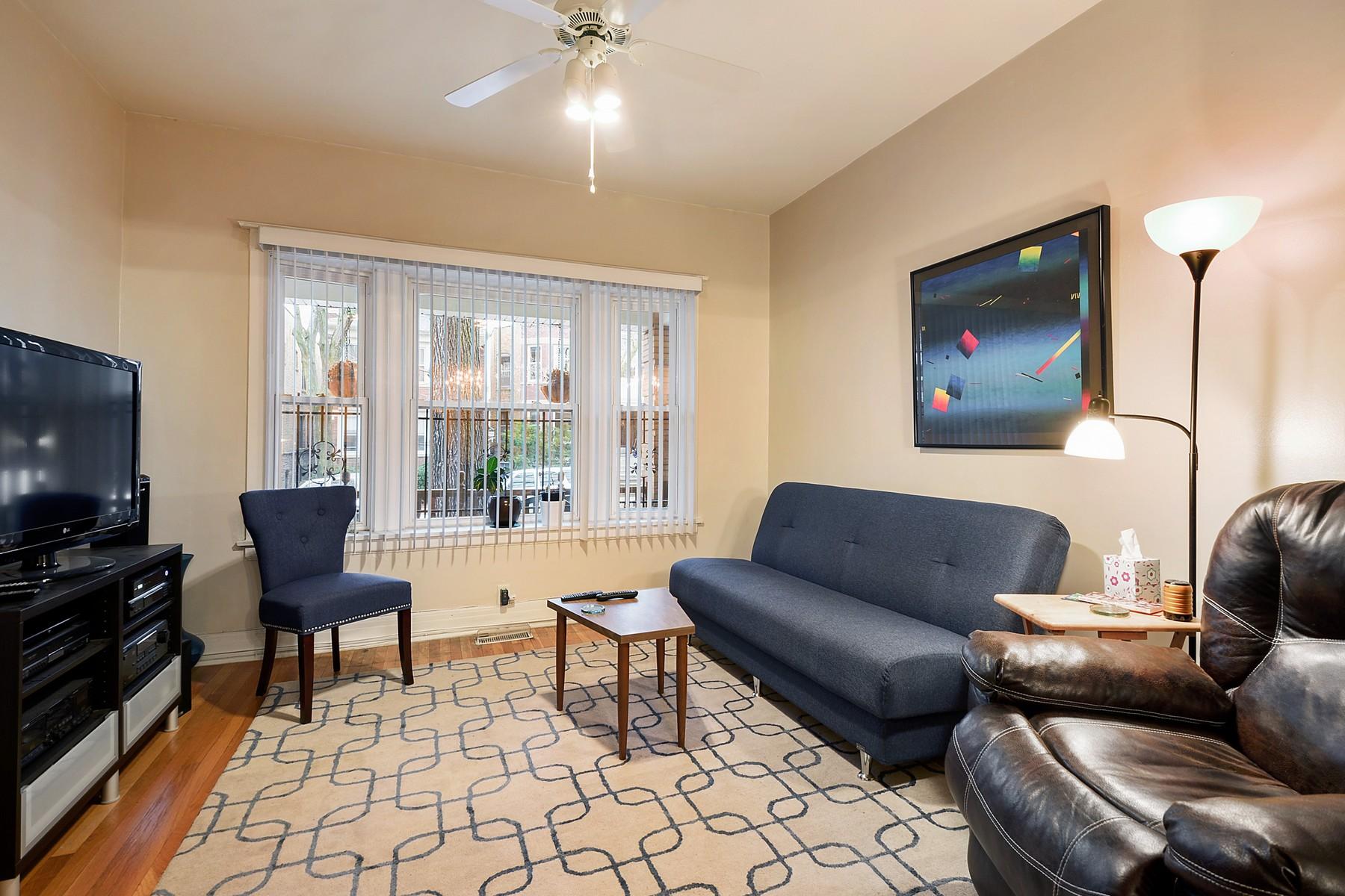 Maison unifamiliale pour l Vente à Brick Two Flat 4443 N Artesian Avenue Lincoln Square, Chicago, Illinois, 60625 États-Unis