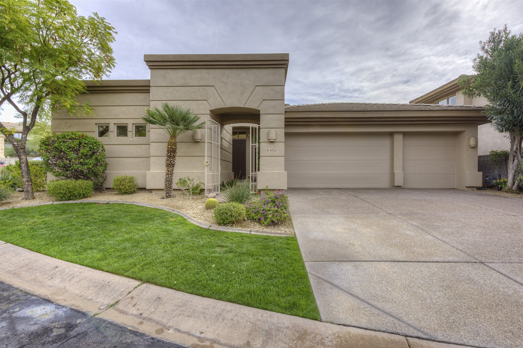 Single Family Home for Sale at Beautifully renovated home in Biltmore Hillside Villa 6521 N 27th St N Phoenix, Arizona, 85016 United States