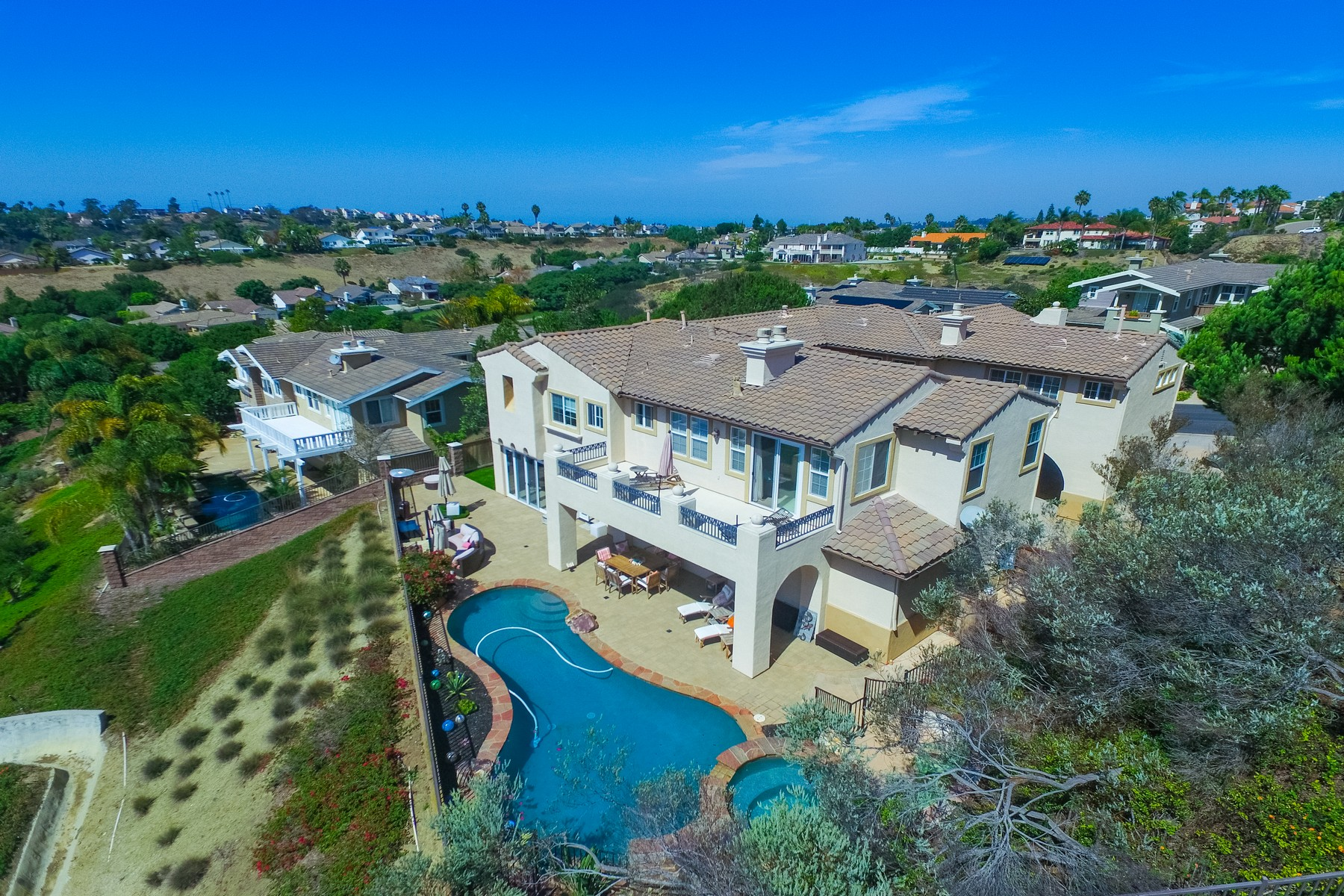 Additional photo for property listing at 1345 Ravean Court  Encinitas, Калифорния 92024 Соединенные Штаты