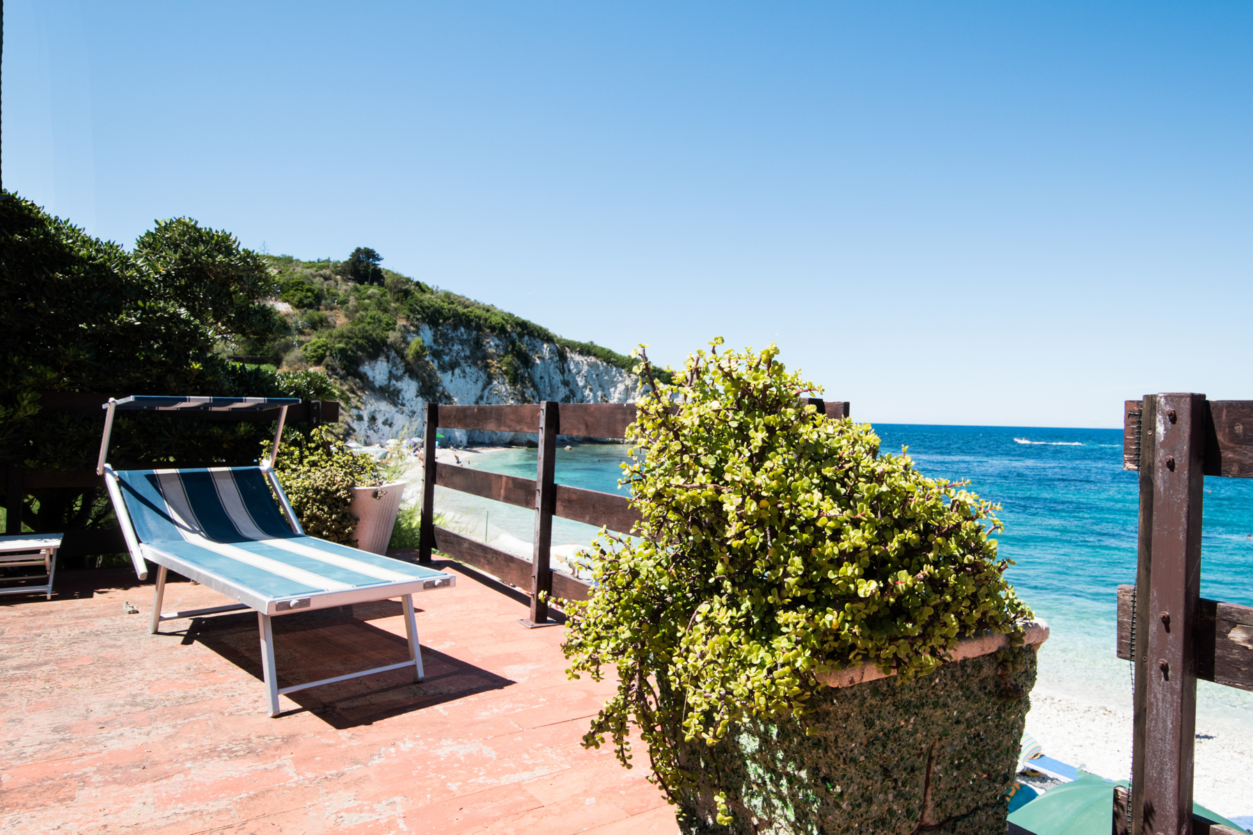 Additional photo for property listing at Unique beachfront villa with pool Via Einaudi Portoferraio, Livorno 57014 Italie