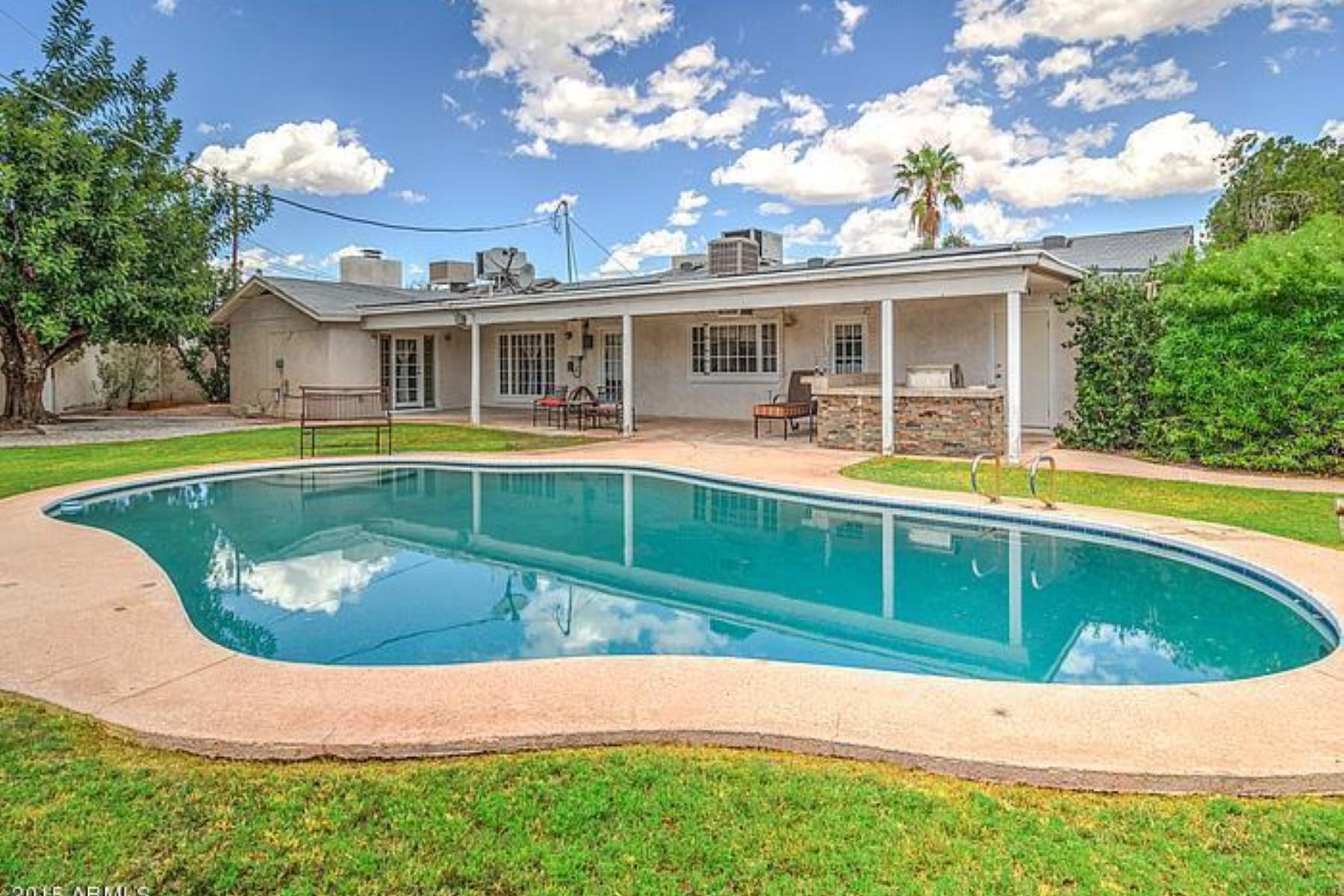 独户住宅 为 销售 在 Unique property offers amazing outdoor living with gorgeous pool 2424 N 68TH PL Scottsdale, 亚利桑那州 85257 美国