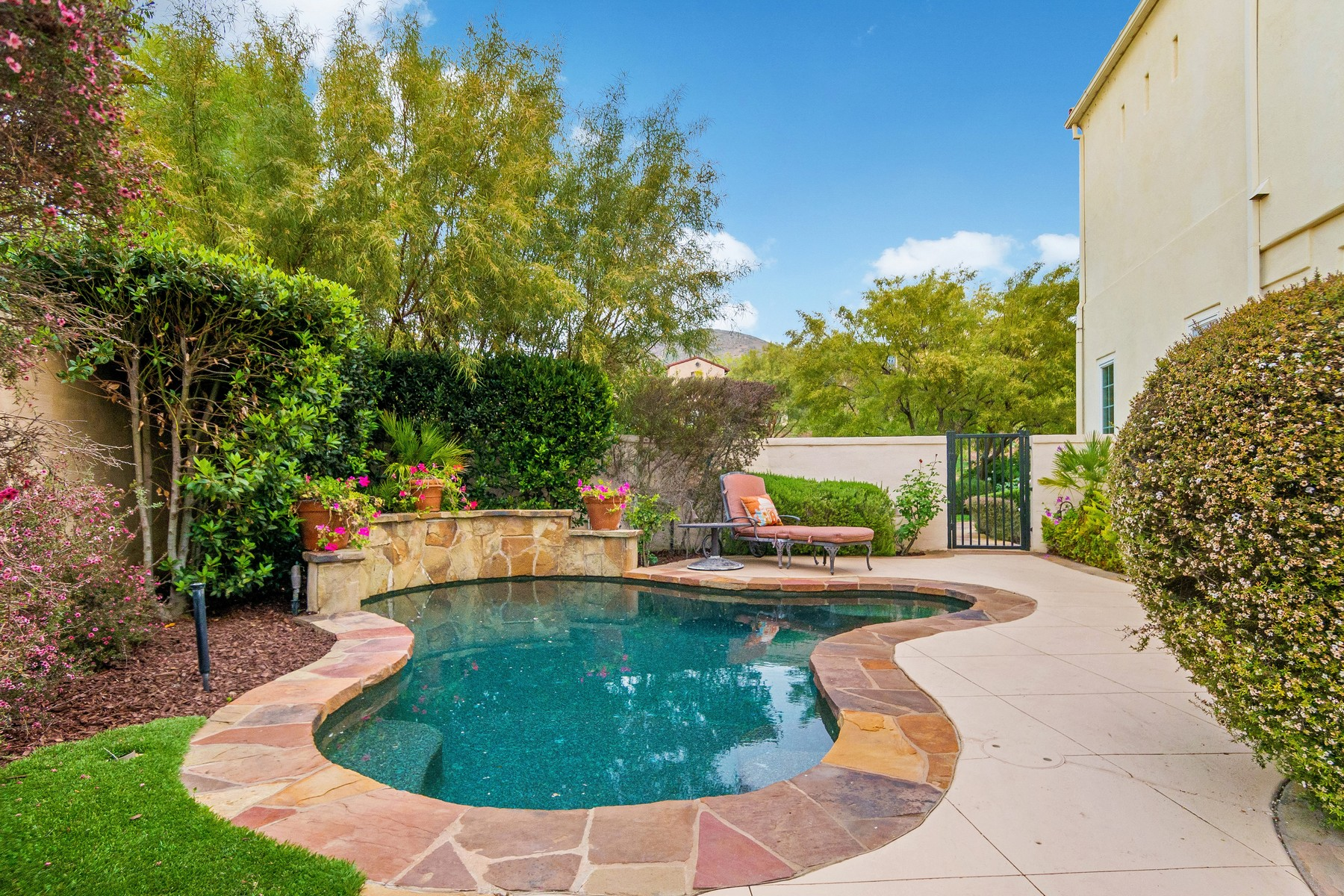 Additional photo for property listing at 17152 Blue Skies Ridge  San Diego, California 92127 United States