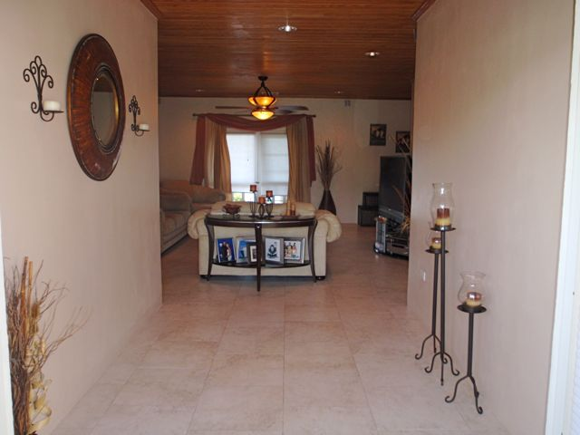 Additional photo for property listing at View Point - Large Elevated Home with Ocean Views Spanish Wells, Eleuthera Bahamas