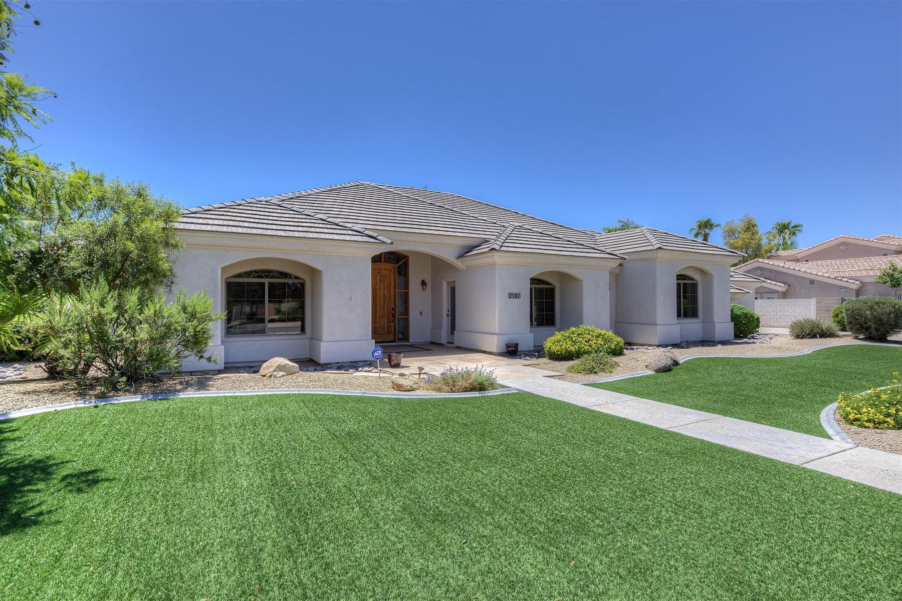 獨棟家庭住宅 為 出售 在 Easy living in the much sought after Groves of Hermosa Vista neighborhood. 2107 E NORWOOD ST Mesa, 亞利桑那州 85213 美國