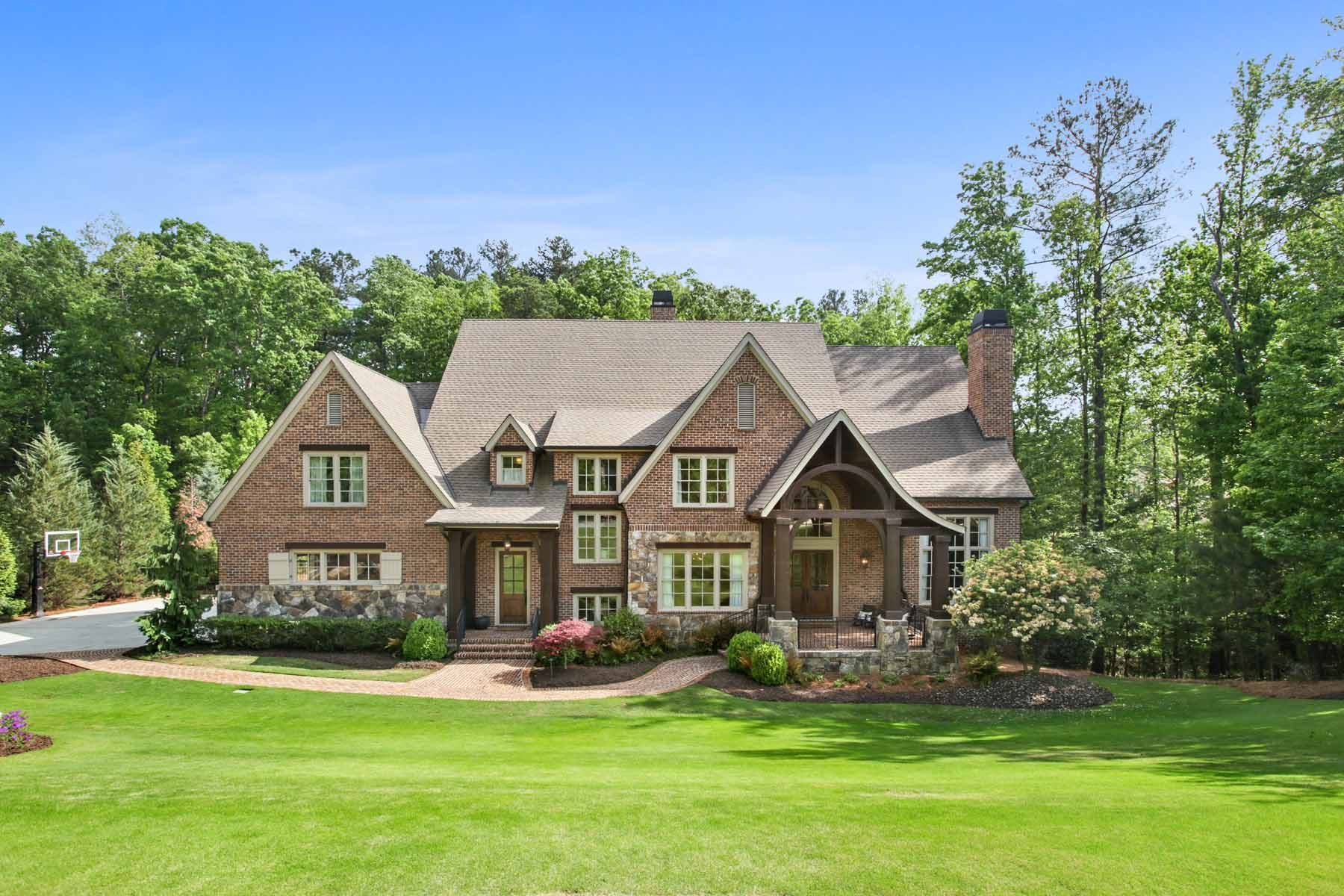 Casa Unifamiliar por un Venta en Beautiful Home in Prestigious River Club Neighborhood 898 Big Horn Hollow Suwanee, Georgia, 30024 Estados Unidos