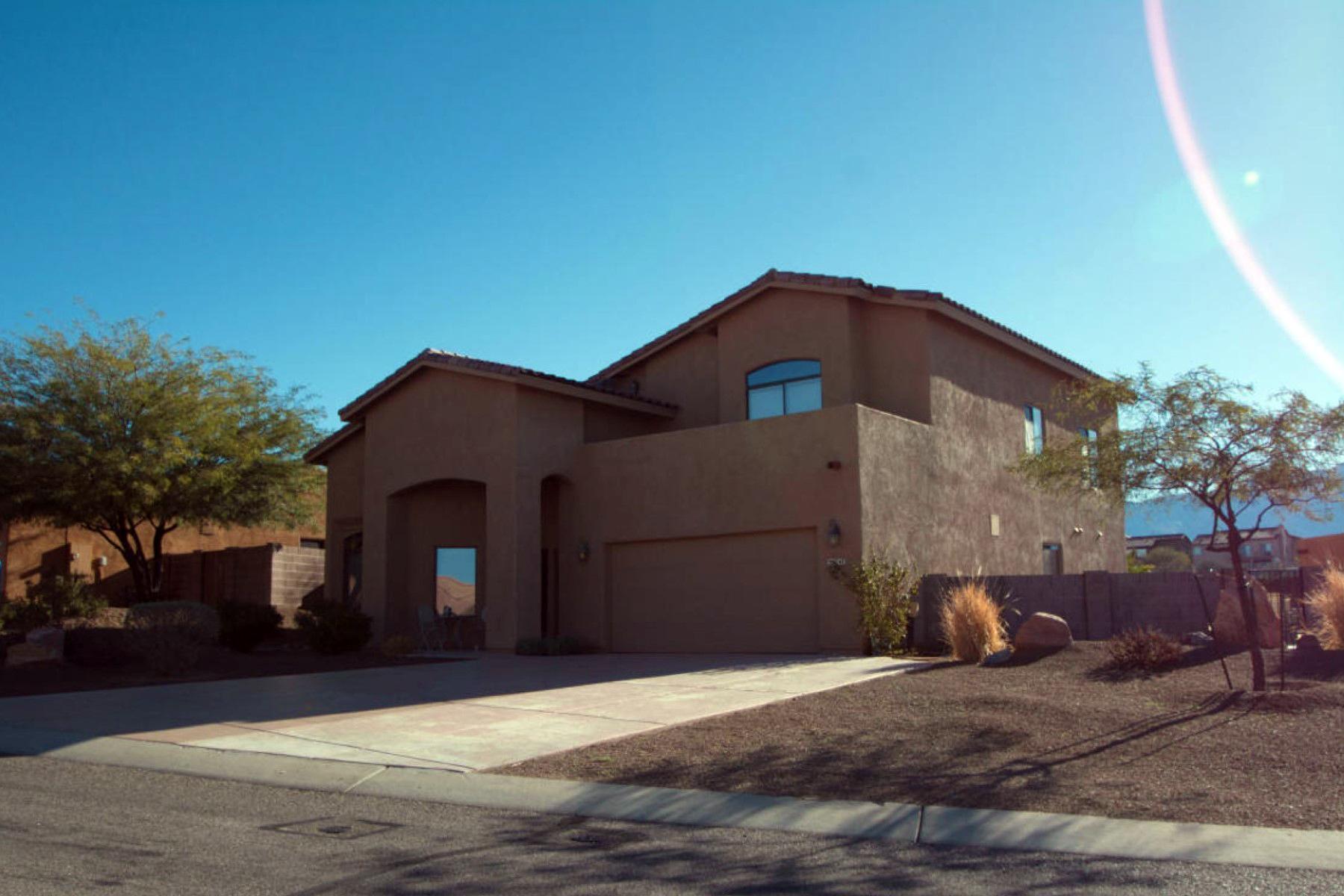 Maison unifamiliale pour l Vente à Modern Home With Charm, Dignity & Comfort 39747 S Horse Run Drive Tucson, Arizona 85739 États-Unis