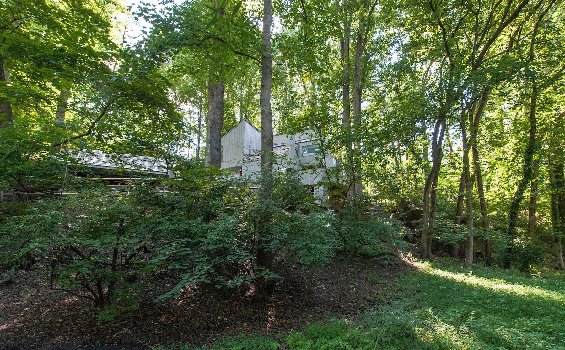 Nhà ở một gia đình vì Bán tại 1400 Kirby Rd, McLean McLean, Virginia 22101 Hoa Kỳ