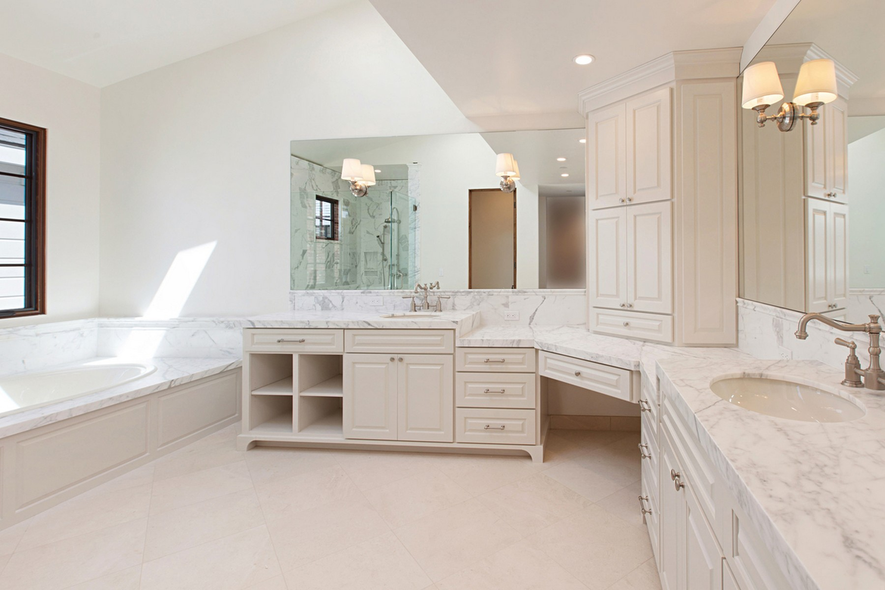 Additional photo for property listing at 235 Poppy Avenue  Corona Del Mar, California 92625 United States