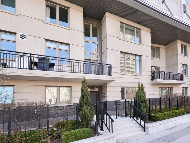 Maison unifamiliale pour l Vente à Huge Stunning Townhome 333 N Canal Street T102 Near North Side, Chicago, Illinois 60606 États-Unis
