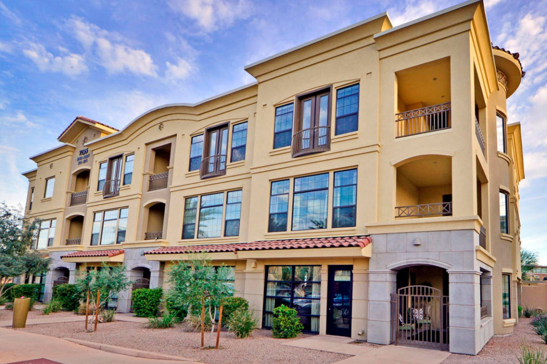 Property For Sale at Right in the heart of the Scottsdale Retail/Resort Corridor.