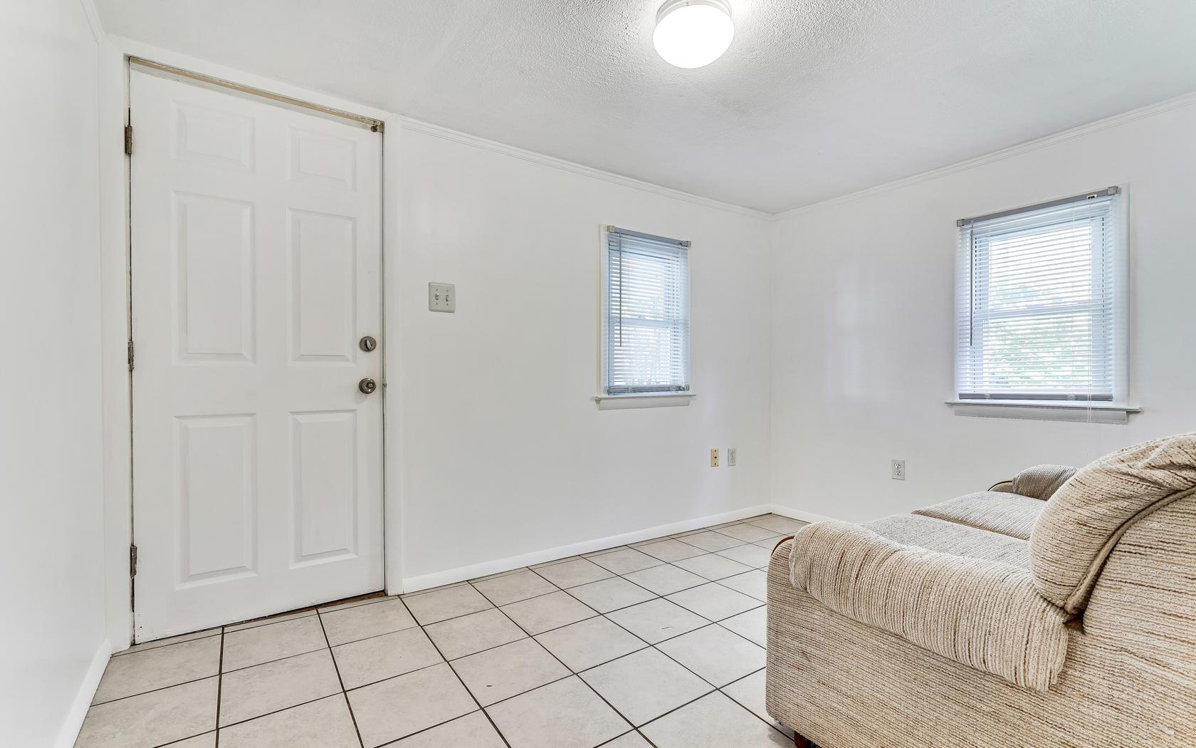 Additional photo for property listing at Beach House with Back Cottage 503 14th Ave Belmar, Nueva Jersey 07719 Estados Unidos