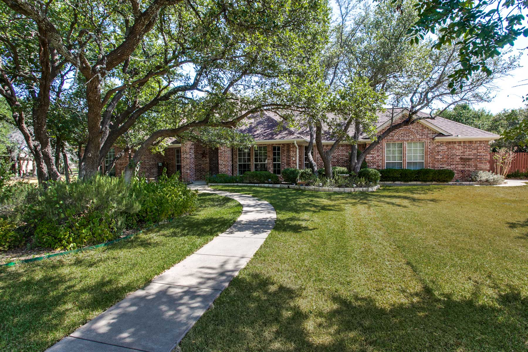 Casa Unifamiliar por un Venta en Oak Manor in Willow Park 100 Manor Ct Willow Park, Texas, 76087 Estados Unidos