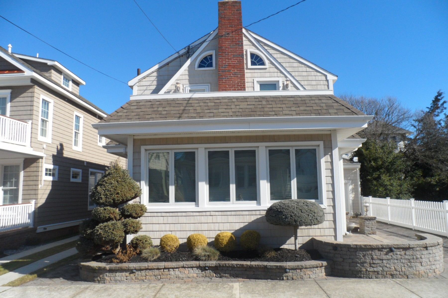 Property For Sale at 15 S Barclay Ave