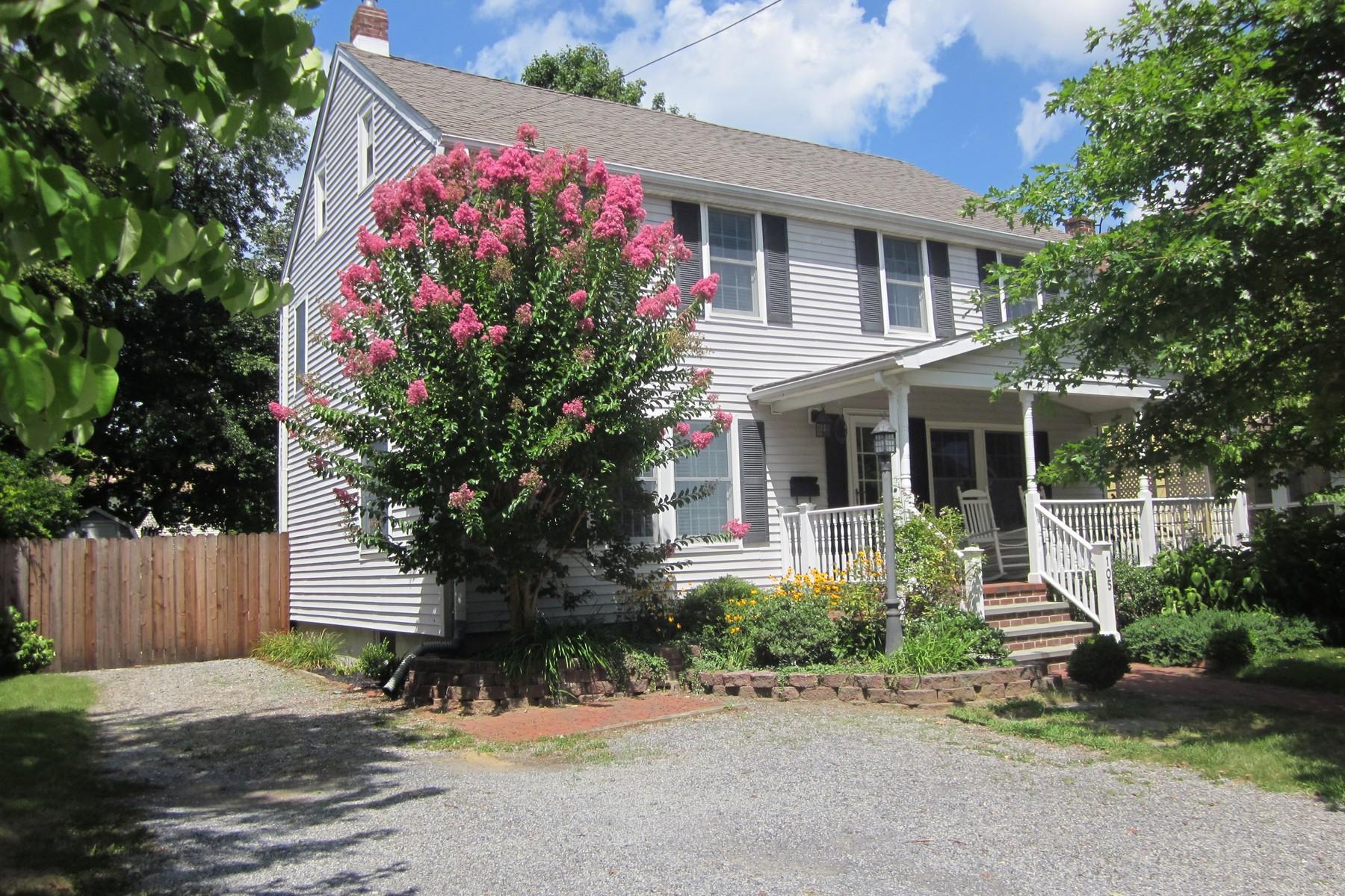 Villa per Vendita alle ore Fair Haven Affordable Colonial 105 Parker Ave Fair Haven, New Jersey, 07704 Stati Uniti