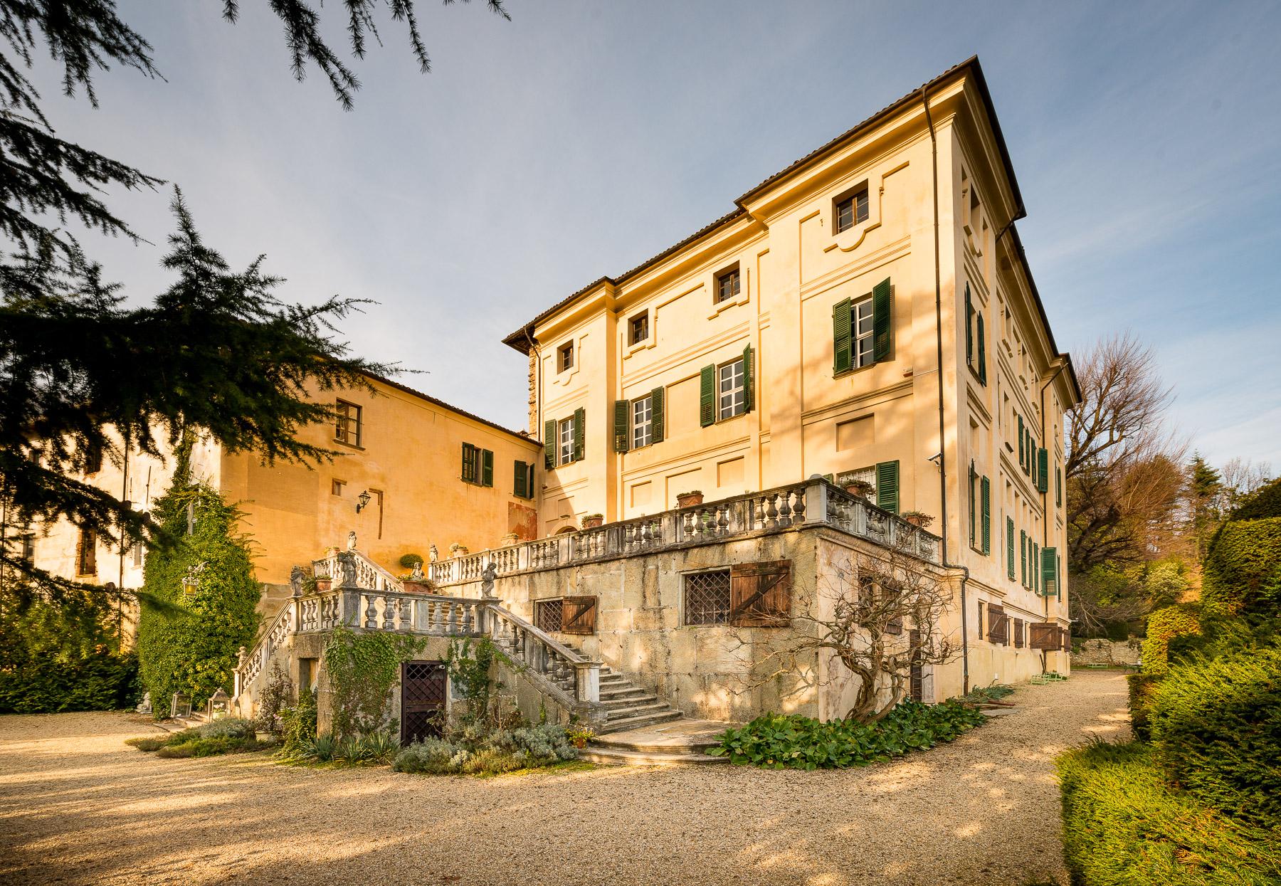 Einfamilienhaus für Verkauf beim Stately Castle in Piedmont Piazzetta del Castello Cumiana, Turin 10040 Italien