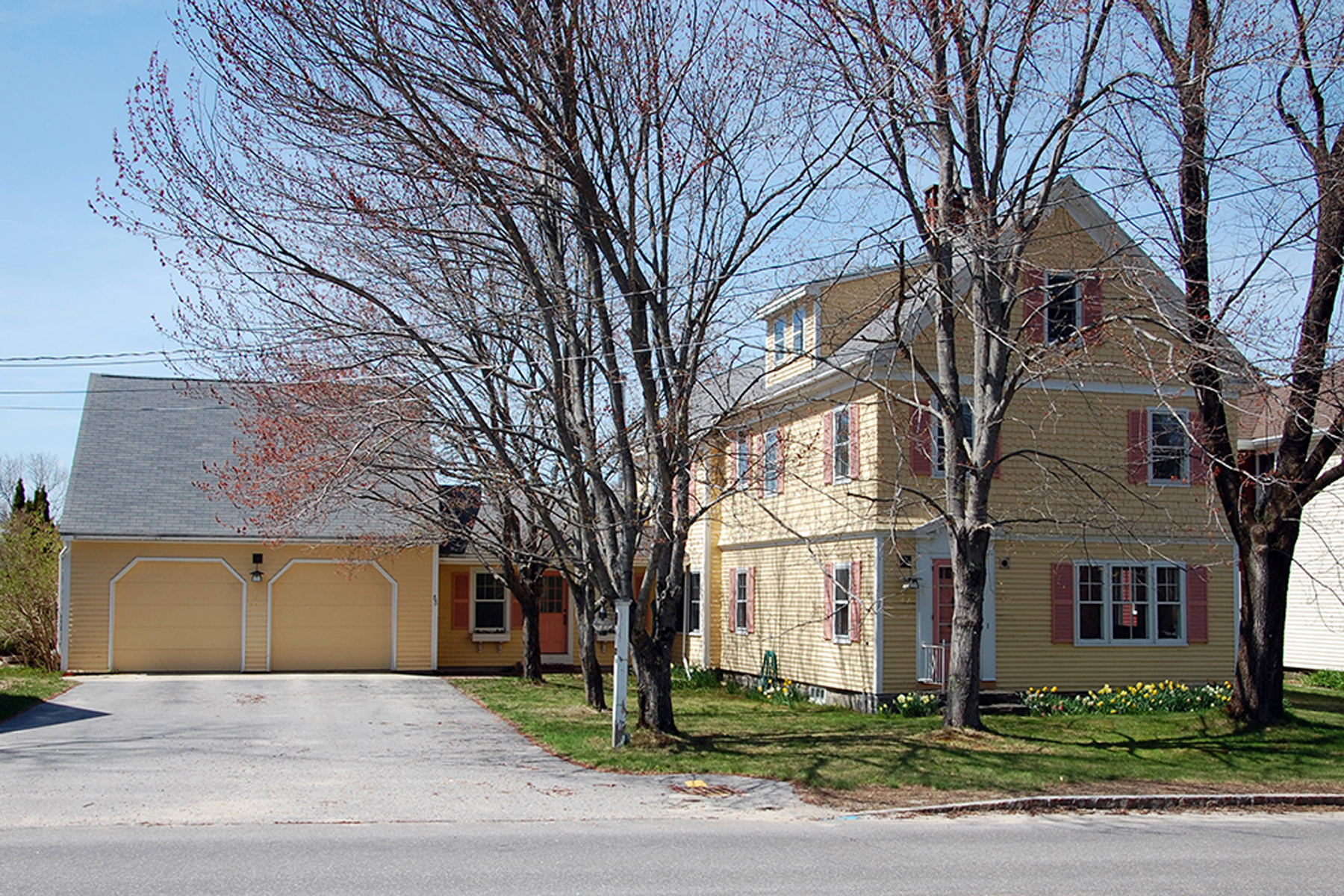 Single Family Home for Sale at 88 East Elm Street Yarmouth, Maine 04096 United States