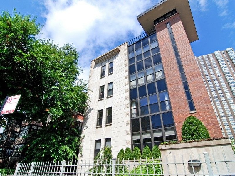 Piso por un Venta en Rare & Unique Offering 506 W Roscoe Street #201 Lakeview, Chicago, Illinois 60657 Estados Unidos