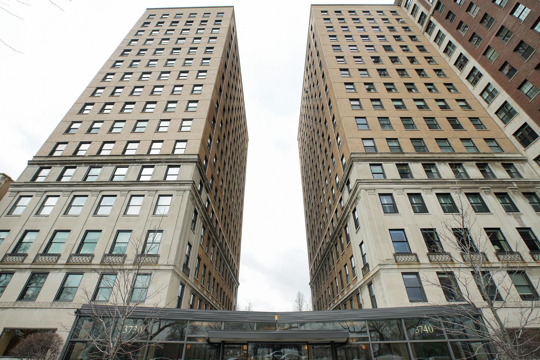콘도미니엄 용 매매 에 Exceptional Lakeview Condo 3740 N Lake Shore Drive Unit 4A Lakeview, Chicago, 일리노이즈, 60613 미국