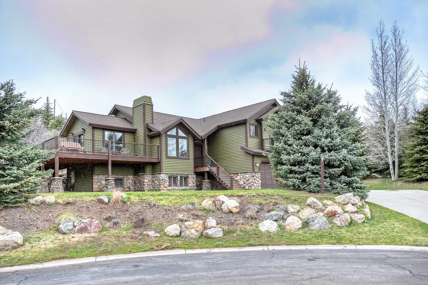 Maison unifamiliale pour l Vente à Coveted Cul De Sac Location with upgrades 8683 Saddleback Cir Park City, Utah 84098 États-Unis