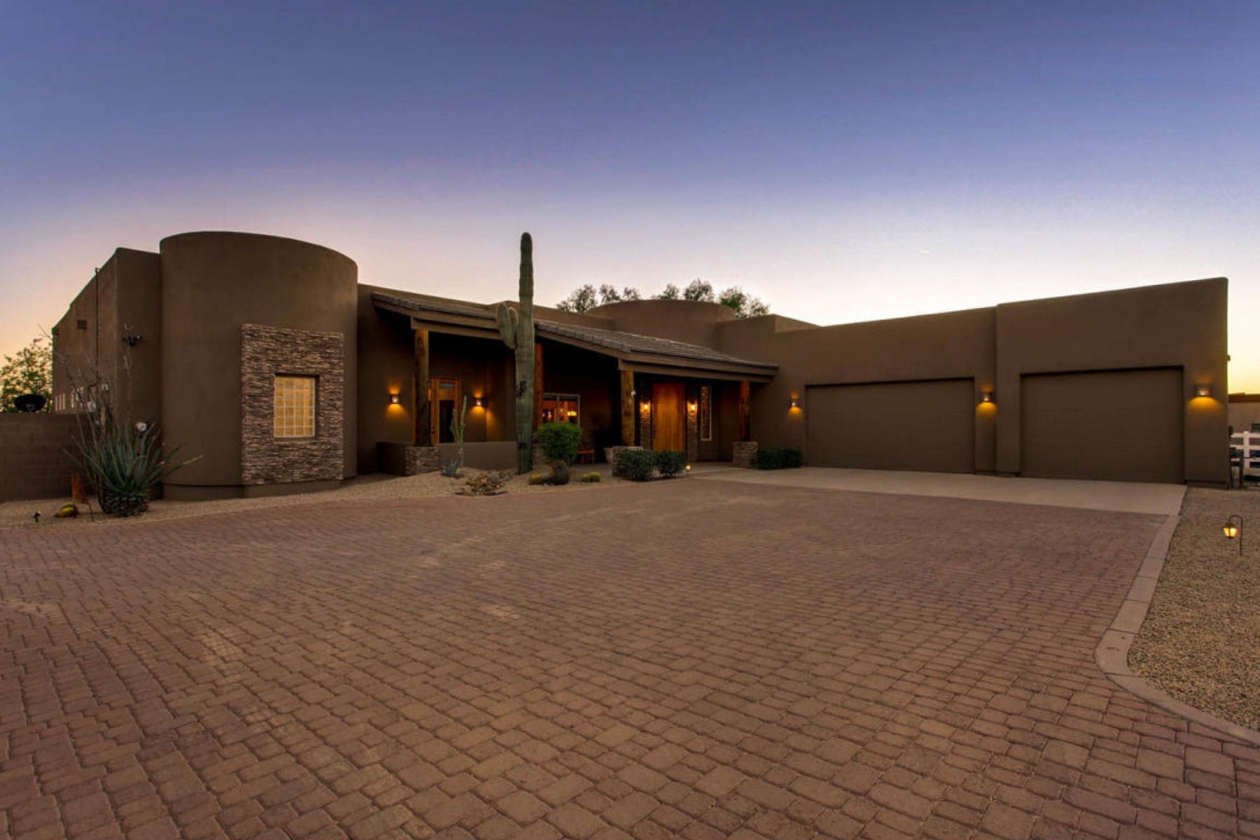 Maison unifamiliale pour l Vente à Charming and custom home on 1.2 acres with spectacular panoramic views 6033 E Lone Mountain Rd Cave Creek, Arizona, 85331 États-Unis