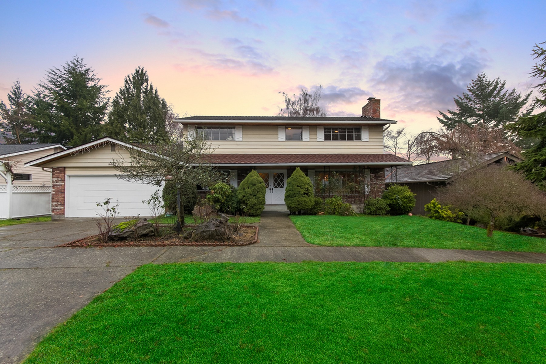 Single Family Home for Sale at Meadowbrook Estates Home 9652 42nd Ave NE Seattle, Washington 98115 United States