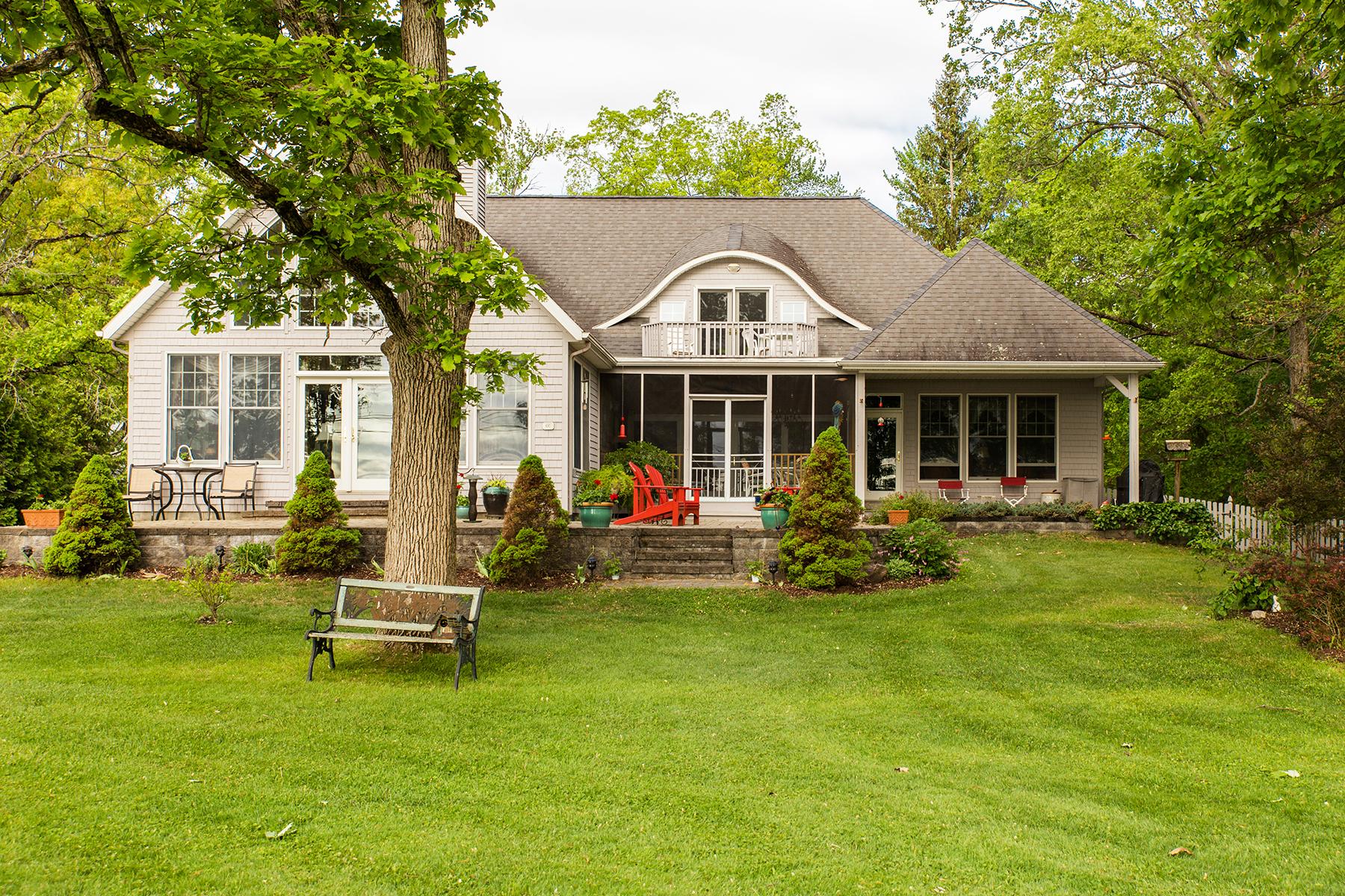 Einfamilienhaus für Verkauf beim Saratoga Lake Contemporary 66 Lakeshore Dr Malta, New York 12020 Vereinigte Staaten