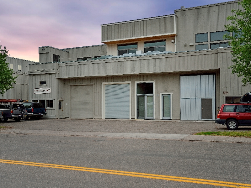 Additional photo for property listing at Beautifully Remodeled Light Industrial Space 125 Northwood Way Unit B Ketchum, Idaho 83340 Estados Unidos