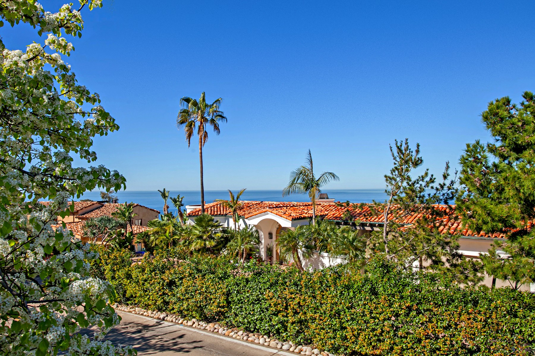 Single Family Home for Sale at 934 Muirlands Drive La Jolla, California, 92037 United States