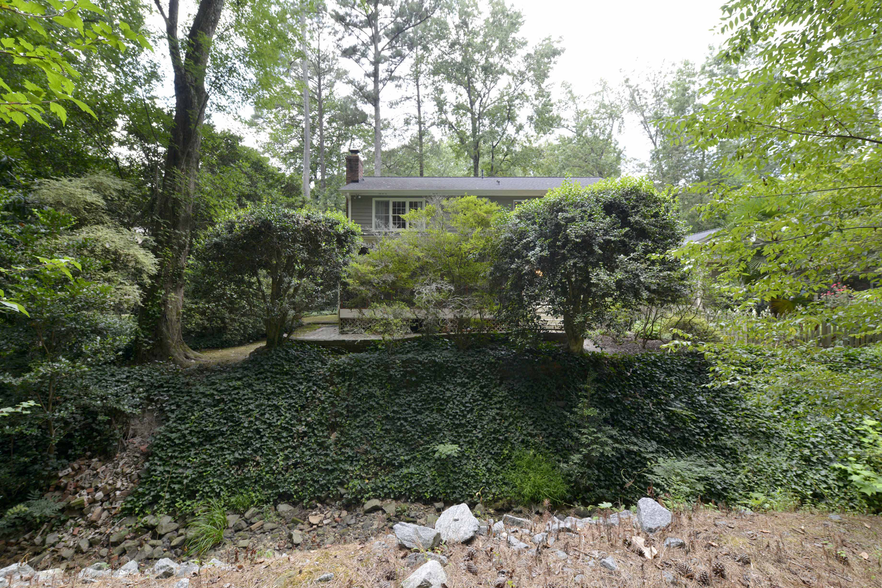 Additional photo for property listing at Beauty In The Branches 7285 Hunters Branch Drive Sandy Springs, Georgia 30328 United States